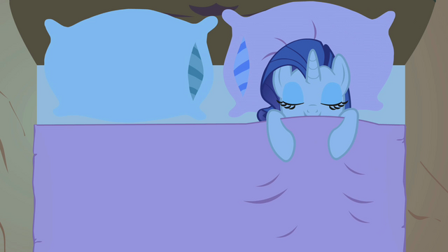 File:Rarity sitting alone in the bed S1E8.png