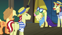 Fluttershy removes her Impossibly Rich disguise S6E20