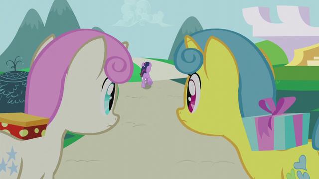 File:Lemon Hearts and Twinkleshine watch Twilight run away S5E12.png