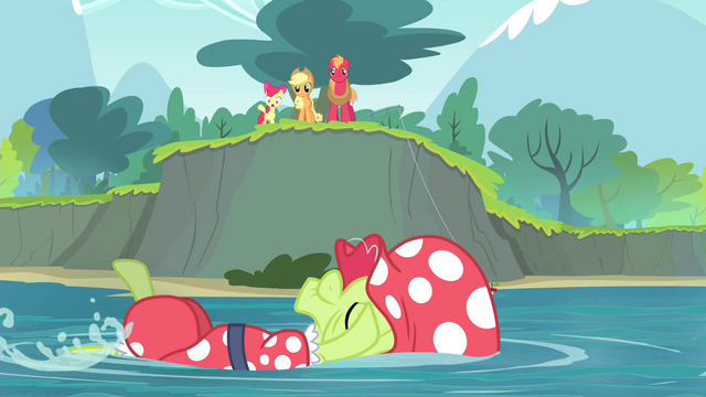 File:The Apple siblings see Granny Smith swimming S4E20.png