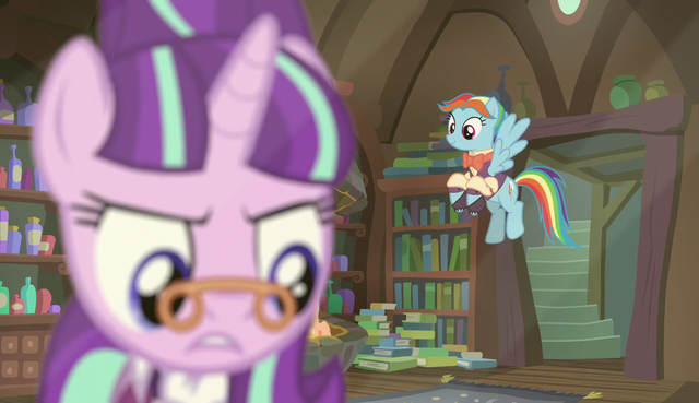 File:Snowdash enters the room S6E8.png