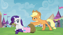Applejack giving trade goods to Rarity S4E22