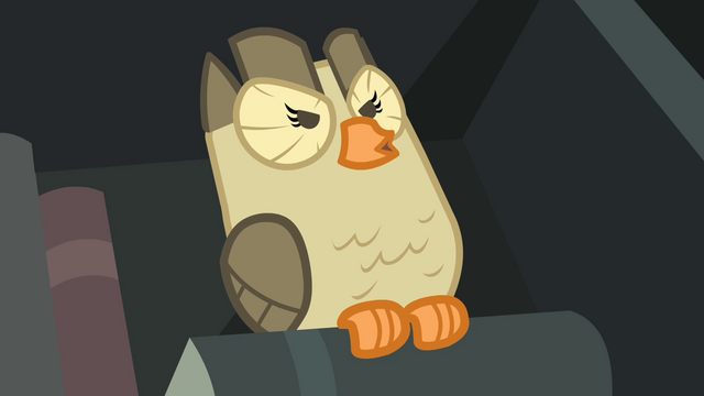File:Owlowiscious hooting while standing on a book S4E23.png