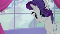 Rarity looks behind S5E14