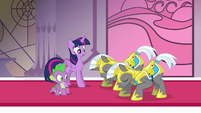 Royal guards bowing to Twilight S4E01