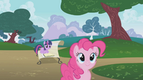 Pinkie Pie sees Rainbow Dash S1E05