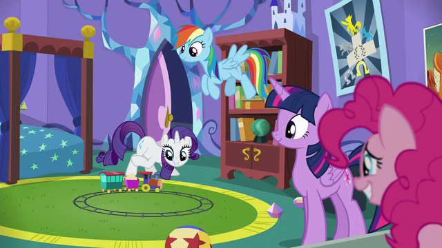 "File:Rarity ""It is a bit juvenile for castle décor"" S5E19.png"