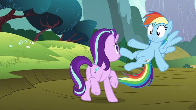 "File:Rainbow Dash ""I'll introduce you"" S6E6.png"