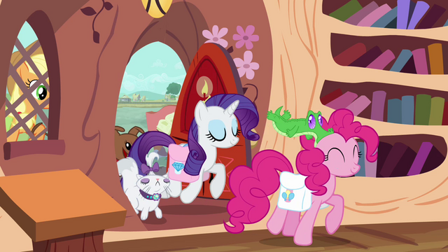 File:Rarity and Pinkie arrive with their pets S03E11.png