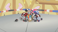Roller ponies with lazy eyes S1E12