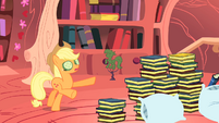 Applejack walking blind S1E08