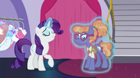 Rarity helping Nerdy Delegate S5E14
