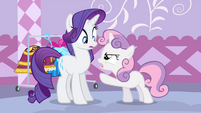Sweetie pointing at Rarity S4E19