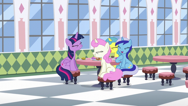 File:Twilight and her old friends laughing S5E12.png