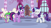Rarity levitating her ruined coat S6E22