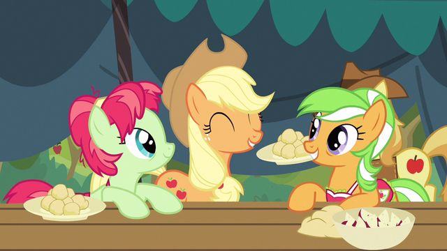 File:Applejack having fun S3E8.png