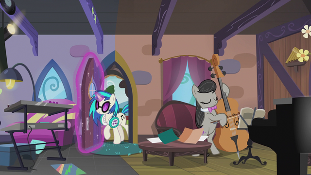 File:DJ Pon-3 enters the house S5E9.png