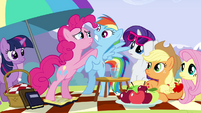 Pinkie Pie frightening Rainbow S3E7
