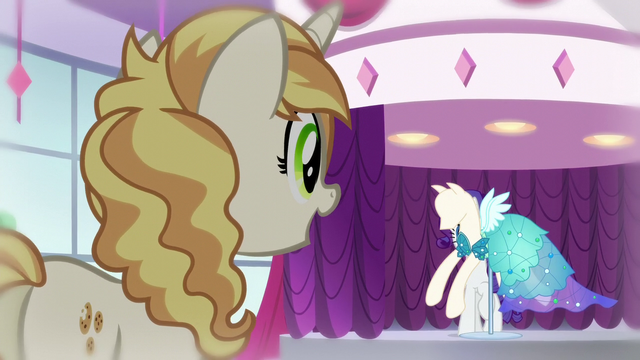 File:Pony sees dress S5E14.png