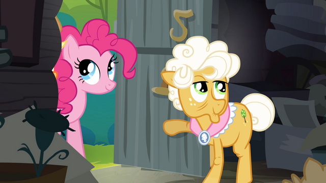 File:Pinkie Pie enters Goldie's house S4E09.png