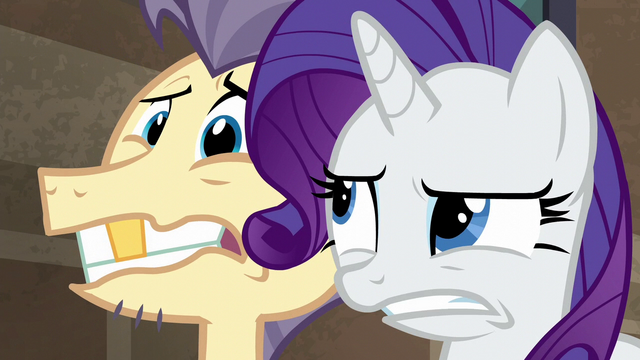 File:Pouch Pony looking freaked S6E3.png