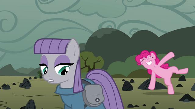 File:Pinkie Pie cartwheeling behind Maud S4E18.png