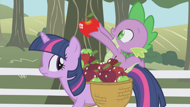 File:Spike holding up a shiny apple S01E03.png