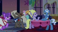 Ponies notice the lights go out S5E7