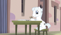 Double Diamond eating a muffin S5E1