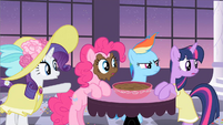 Rarity look over there S2E9