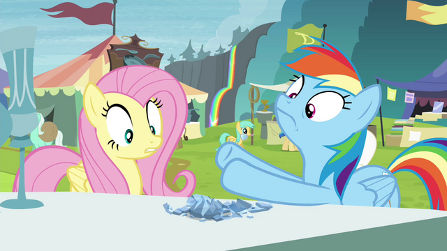 File:Crystal chalice breaks in Rainbow's hooves S4E22.png