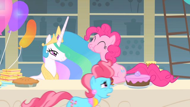 File:Mrs. Cake dashing S1E22.png