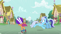 Shoeshine dodging Scootaloo S3E6