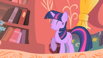 Twilight standing on three hooves S1E24