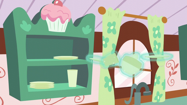 File:Chinaware floating off the shelves S6E6.png