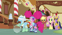 Pinkie puts a blindfold on Rainbow S5E21