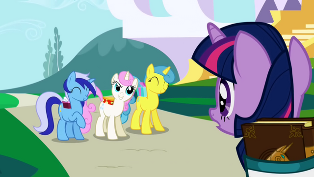 Plik:Twilight Sparkle gets invited to a party S1E01.png