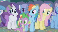 Ponies and Spike see Applejack leave S1E04