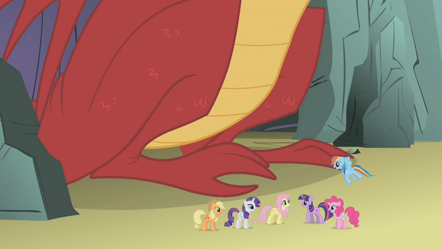 File:Ponies congratulating Fluttershy S1E07.png