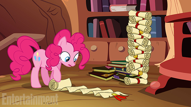 File:Pinkie Pie reading promotional S4E09.jpg