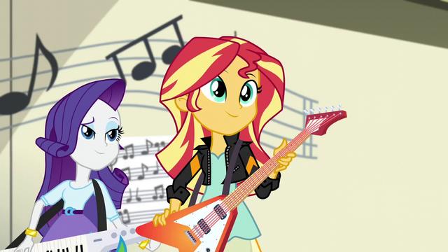 File:Sunset Shimmer holding her guitar EG3.png