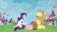 Rarity giving trade goods to Applejack S4E22
