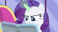 Rarity with the spell activating, S4E23