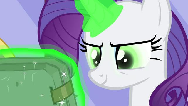 File:Rarity's eyes turn green S4E23.png