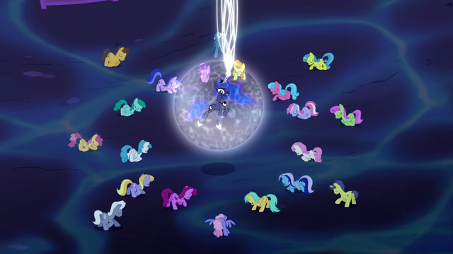 File:Luna addresses the bowing ponies S5E13.png