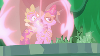 Twilight and Spike teleports at the map S5E26