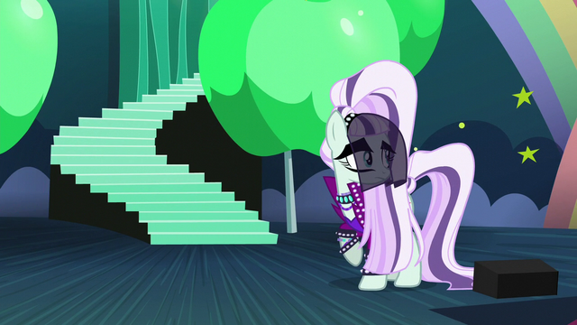 File:Countess Coloratura looking back at Applejack S5E24.png