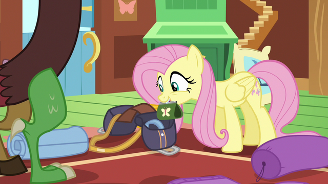 File:Fluttershy packing her bit purse S6E17.png
