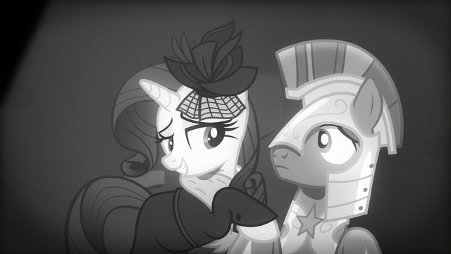 File:Rarity smiling at the guard S5E15.png