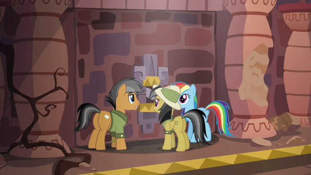File:Rainbow, Quibble, and Daring on a swivel platform S6E13.png